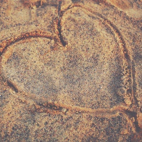 Schoonheidssalon Duiven Petra Barthen Professional Skincare   Vierkant hart in zand