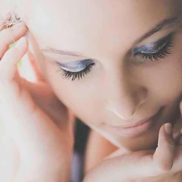 Schoonheidssalon Duiven Petra Barthen Professional Skincare | Vierkant vrouw met oogschaduw